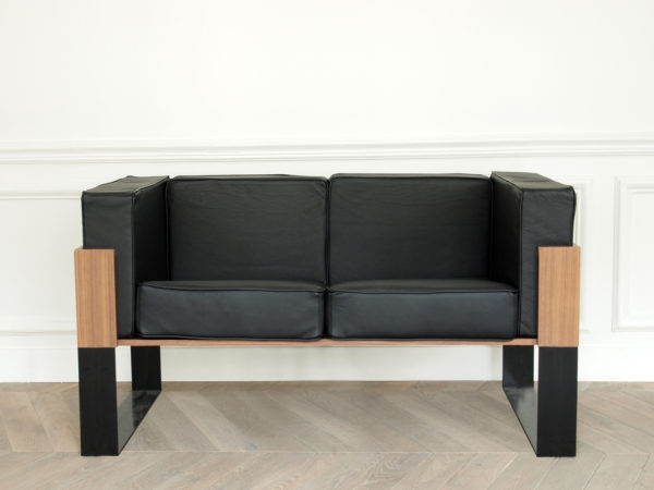 Sofa in leather, wood and metal