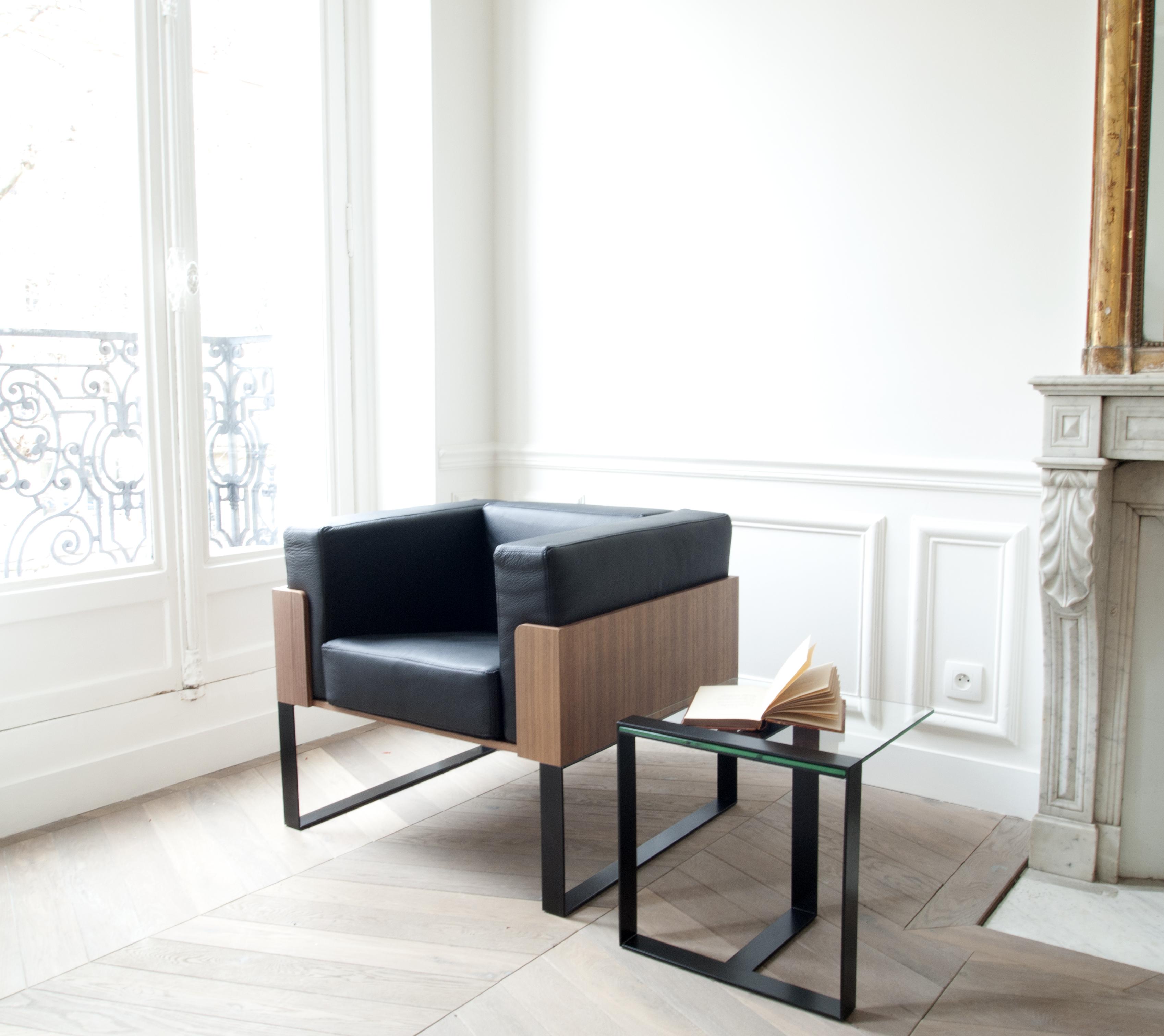fauteuil design en cuir bois et m tal fabriqu la main. Black Bedroom Furniture Sets. Home Design Ideas