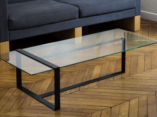 Designer coffee table in glass and metal