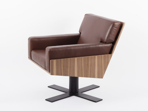 Armchair in leather and wood