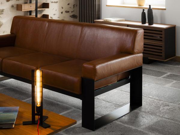 Canapé design cuir brun et métal noir Mayet
