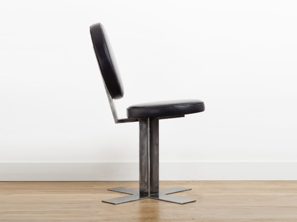 Designer office chair in leather and metal